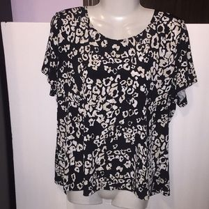East 5th black white patterned top. Size XL.